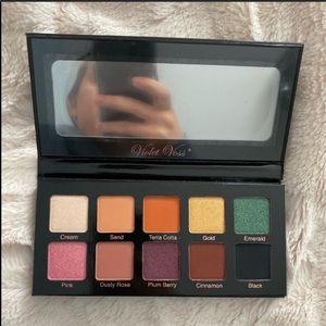 New! Violet Voss essentials eyeshadow palette